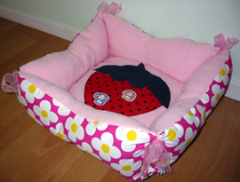Reversible dog bed w/tie - pink