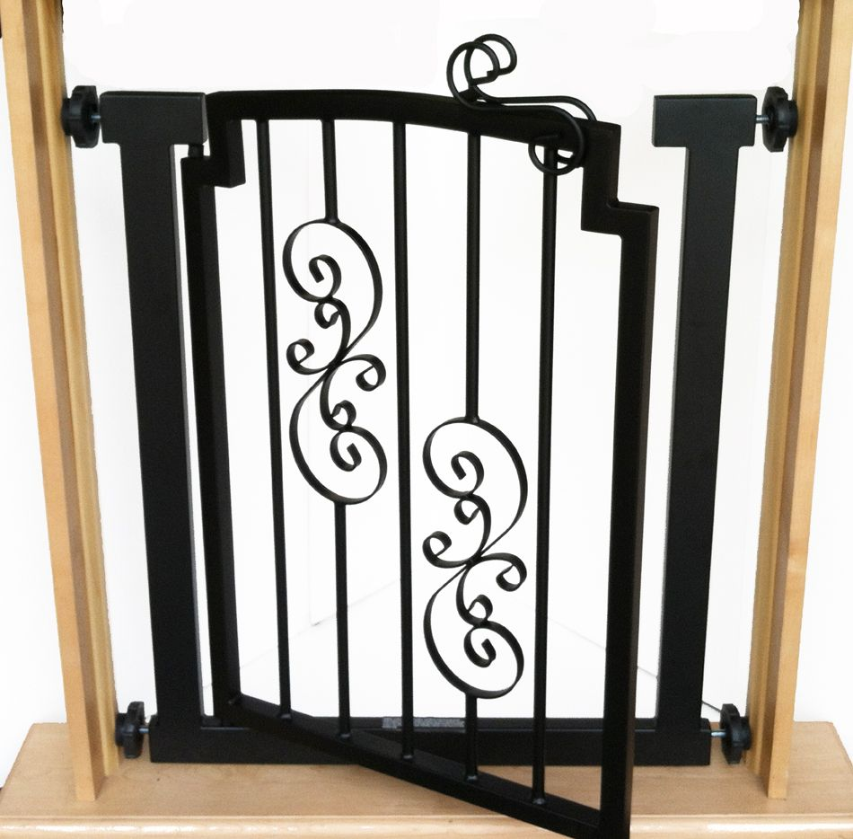 Noblesse indoor hallway dog gate with door