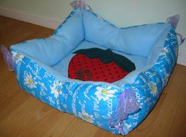 Reversible dog bed w/tie - blue